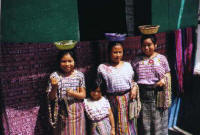 santiago atitlan, women in the market.JPG (21072 bytes)